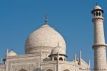 44 Meter hoch ist die Doppelkuppel mit Spitze - Taj Mahal
