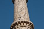 Eines der vier Minarette des Taj Mahal
