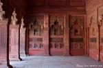 Auf Schritt und Tritt begegnen wir wunderschönen Steinmetzarbeiten - Red Fort