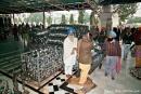 Tellerausgabe in der Tempelküche