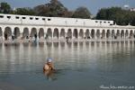 Tempelteich, dessen Wasser heilende Kräfte zugesprochen werden - Gurudwara Bangla Sahib-Tempel