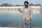 Sikh am Tempelteich - Gurudwara Bangla Sahib-Tempel