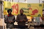 Unicef verteilt vor dem Sikh-Tempel Polio-Impfstoff