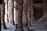Säulengang der Quwwat-ul-Islam-Moschee