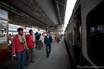 Auf einem Bahnhof unterwegs nach Haridwar