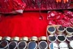 Die rote Farbe für den Bindi