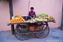 Junger Obstverkäufer