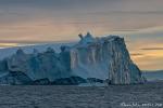 Eisberg mit frischer Abbruchkante