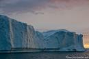 Eisberg in der Mitternachtssonne