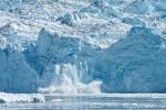 Der Eqi-Gletscher kalbt ein wenig