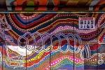 Bushaltestelle mit Aborigines-Malerei