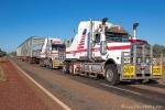 Ein Schwerlast-Truck mit einem riesigen Brückenträger