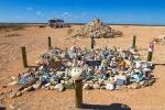 Müll oder Platz der Erinnerung - von allem etwas mitten im Nirwana