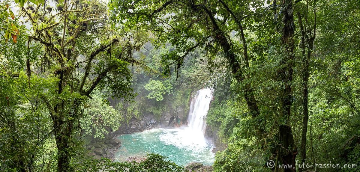 Rio Celeste Wasserfall im Tenorio NP