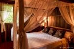 Schlafzimmer im Baumhaus