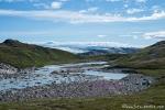 Berge, Schmelzwasserbäche und Gletscher prägen die Landschaft