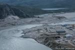 Kangerlussuaq verbindet eine einzige Brücke, die der reißende Schmelzwasserstrom gerade weggerissen hat