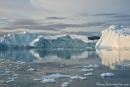 Nächtliche Bootsfahrt bei Mittsommer durch die Eisberge Ilulissats
