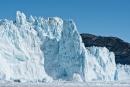 Gerade ist diese Spitze weggebrochen - Eqi-Gletscher