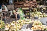 Auf einem lokalen Markt in Sulawesi