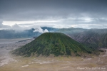 Blick in die Tengger-Caldera und auf den grünen Gunung Batok
