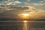 Sonnenuntergang zwischen den Sunda-Inseln