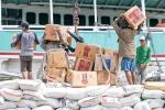 Müsam und schwer - im Lastenseglerhafen Sunda Kelapa wird ein Schiff beladen