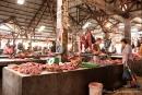 Fleischhalle auf einem lokalen Wochenmarkt in Sulawesi