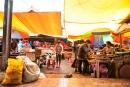 Auf einem lokalen Wochenmarkt in Sulawesi