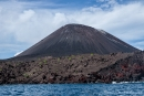 Obwohl der Vulkan aktiv ist, gedeiht bereits an seinem Fuß neues Grün