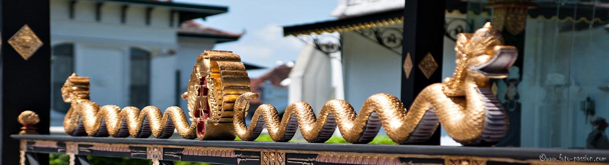 Die Schlange steht für das Baujahr des Palastes im Jahr 1755 -  Sultanspalast
