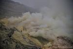 Schwefeldämpfe im Ijen-Vulkan