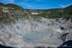 Blick in den Krater des Vulkans Tangkuban Prahu