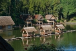 Pfahlhäuser im Hotel Kampung Sampireun