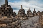 Trotz ihrer Größe wirken die Stupas sehr filigran