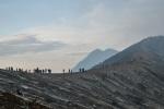 Am Kraterrand des Ijen-Vulkans