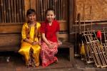 Junge Musikerinnen beim Saung Angklung Udjo