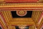 Prächtige Decke im Goldenen Pavillon mit Lüster aus venezianischem Glas