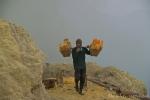 Eine unvorstellbare Schinderei, den Schwefel abzubauen und aus dem Krater zu transportieren