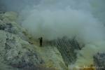 Schwefelabbau im Krater Ijen