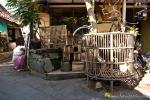 Platz für Vögel und einen Kampfhahn ist in der kleinsten Hütte