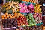 Mangostinen, Schlangenhautfrüchte, Mangos, Rambutan, Tamarillos, Kakaofrüchte, Maracujas und eine Menge anderer Früchte findet man an fast jedem Obststand