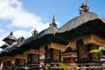 Hübsch verzierte Schreine im Inneren der Tempelanlage