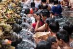 Aus 12 Quellen sprudelt heiliges Wasser, das ewige Jugend verspricht - Badeplatz Pura Tirta Empul
