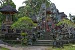 Öffentliche Tempel gibt es in jedem Ort mehrere
