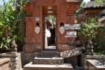 Im Dorf Tenganan, wird die traditionelle Ikat-Weberei gepflegt und in fast jedem Haus steht ein Webstuhl