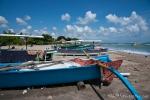 Typische Fischerboote mit Auslegern am Strand von Kuta