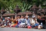 Gläubige im Tempel Pura Tirta Empul