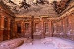 Bunter Saal, Petra