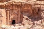 Eines der mehr als 500 Gräber von Petra